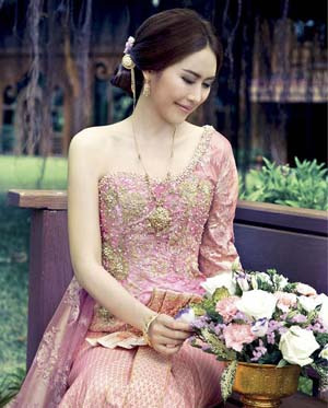 ทรงผมเจ้าสาวชุดไทย  สวยหวาน