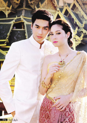 ชุดไทยแต่งงาน เรียบๆ แต่หรูหรา